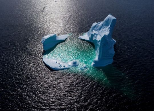 (FILES) This aerial file photo taken on June 29, 2019 shows an iceberg floating in Bonavista Bayin Newfoundland, Canada. - Two days after a climate summit failed to deliver game-changing pledges to slash carbon emissions, the United Nations warned on September 25, 2019 that global warming is devastating oceans and Earth's frozen spaces in ways that directly threaten a large slice of humanity. (Photo by Johannes EISELE / AFP)
